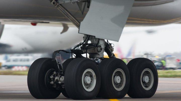 Стойка шасси отказала у самолета при посадке в аэропорту Шереметьево
