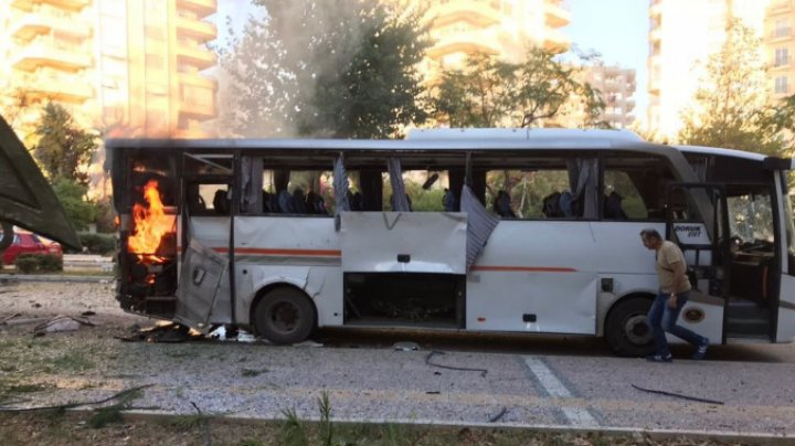 В турецком Мерсине у полицейского автобуса прогремел взрыв
