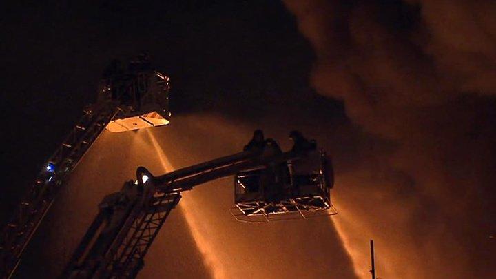 На юге Москвы горят два этажа складов: есть пострадавшие