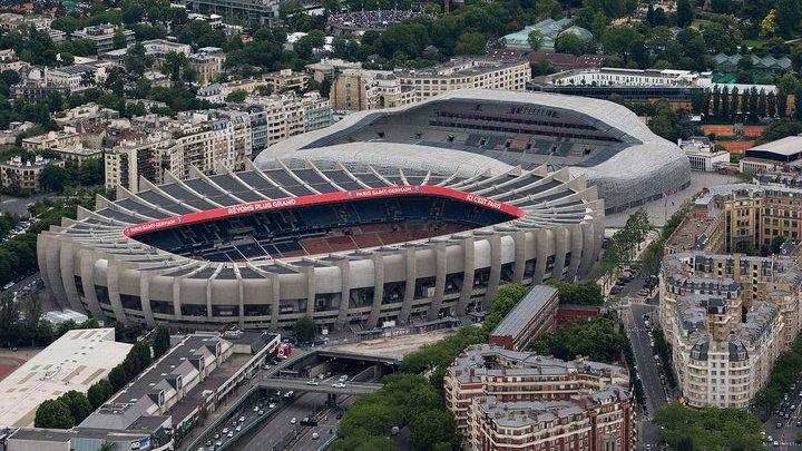 """В Париже на стадионе """"Парк де Пренс"""" предотвращен теракт"""