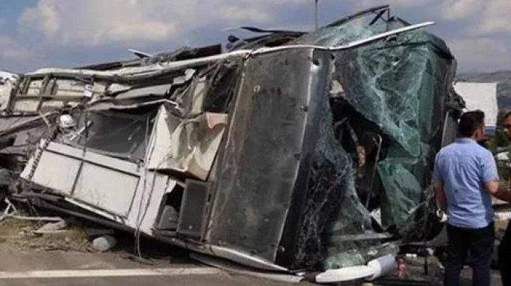 Момент чудовищного ДТП вКитайской республике попал накамеру всалоне автобуса