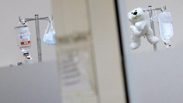 В Петербурге девять школьников остаются в больнице из-за отравления таблетками