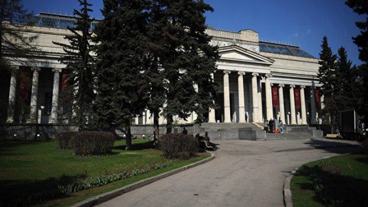 Камера видеонаблюдения зафиксировала, как начался пожар в Пушкинском музее в Москве