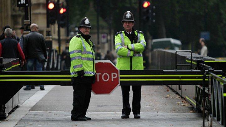 Полицейского в Шотландии вызвали в колледж и ранили ножом в спину