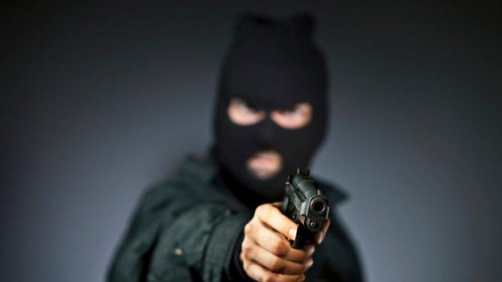 Грабители проникли в офис фирмы через окно, связали охранника и украли 7,5 млн рублей