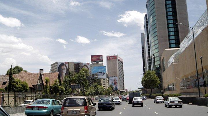 В Мексике грузовик без тормозов протаранил два авто на заправке, есть жертвы