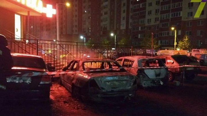 В Одессе за ночь сгорели около 20 машин