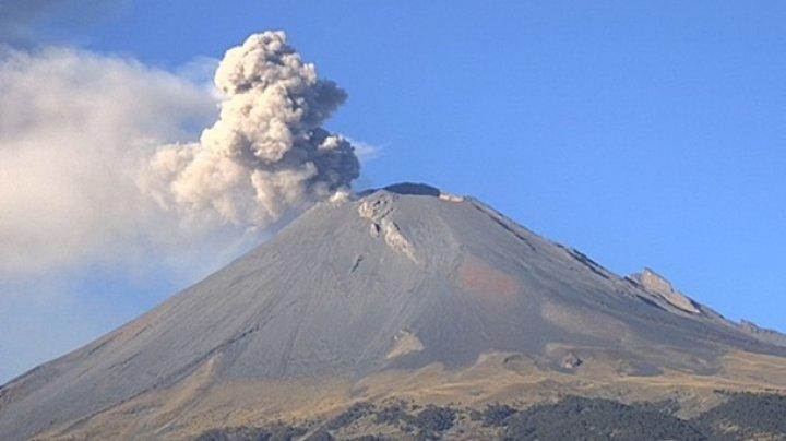 В Мексике вулкан выбросил столб пепла на высоту три тысячи метров