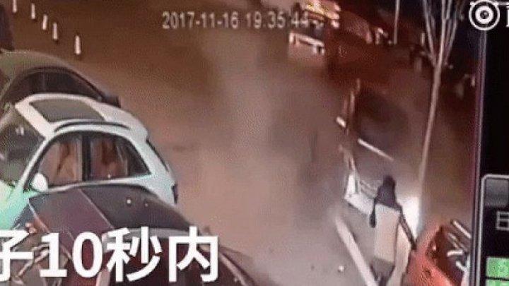 Китаец избежал смерти дважды за десять секунд: видео