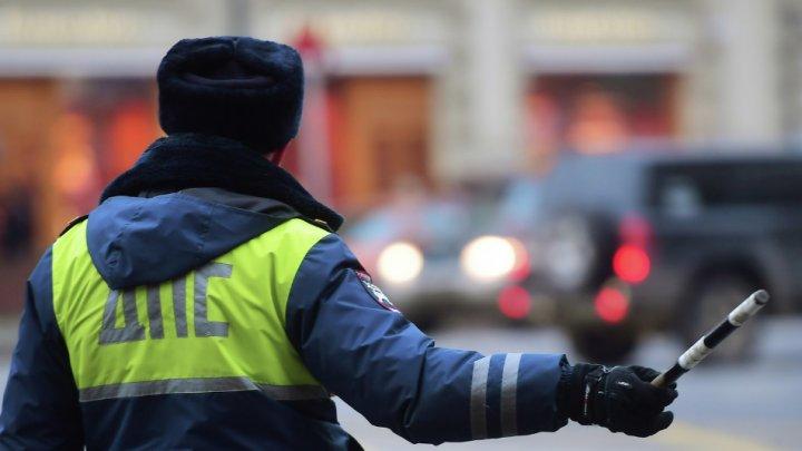 Пойманный на взятке полицейский попытался скрыться на чужом авто