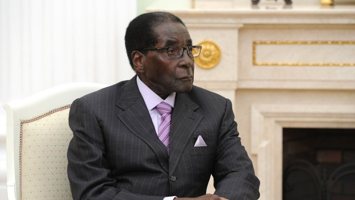 """Президент Зимбабве попросил оставить его у власти ещё на """"некоторое время"""""""
