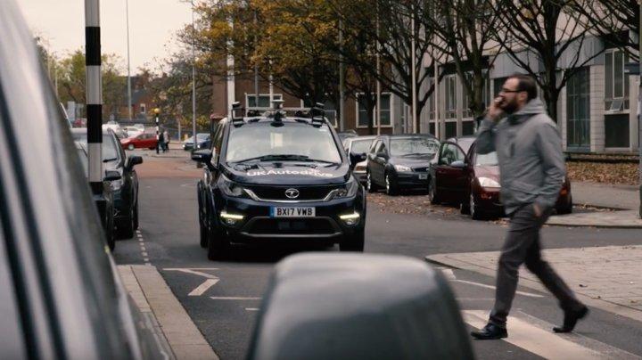 Умные машины в Великобритании будут сами объезжать пробки
