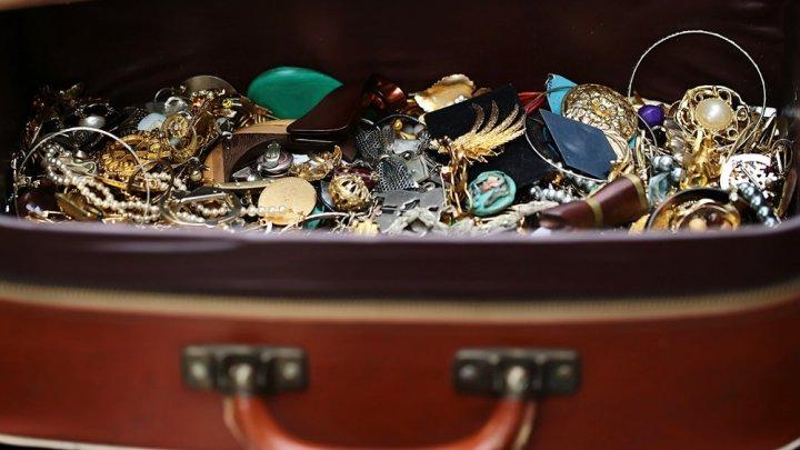 Чемодан с драгоценностями на 1 миллион фунтов украли на вокзале в Лондоне