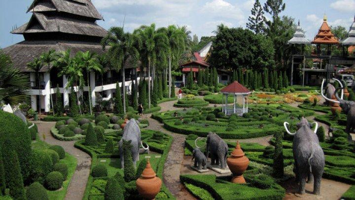 В Таиланде двух американцев задержали за голые фото в храме