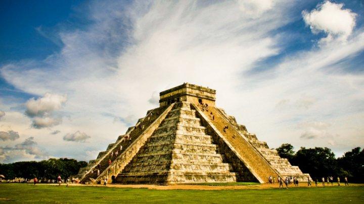 """Археологи нашли проход в """"тайную комнату"""" под пирамидой майя"""