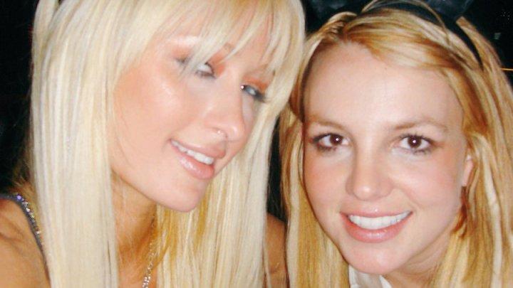 Пэрис Хилтон заявила, что селфи изобрели они с Бритни Спирс