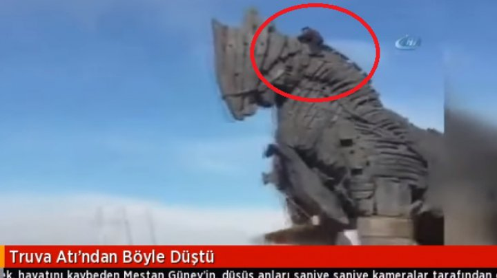 Смертельное падение туриста с Троянского коня в Турции сняли на видео