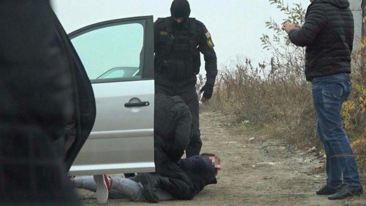Полиция и прокуратура проводят около 170 обысков по всей стране по делу о торговле наркотиками: видео