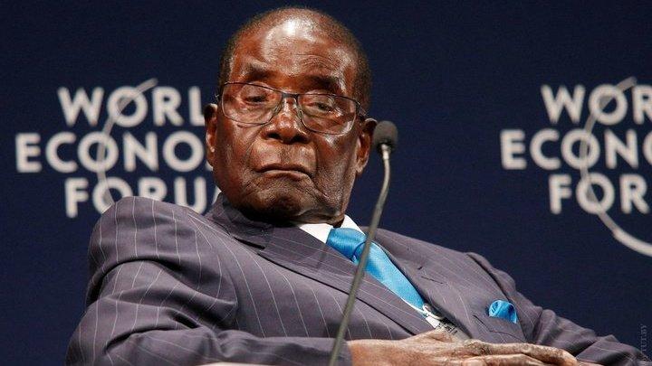 Правящая партия Зимбабве призвала президента Мугабе уйти в отставку