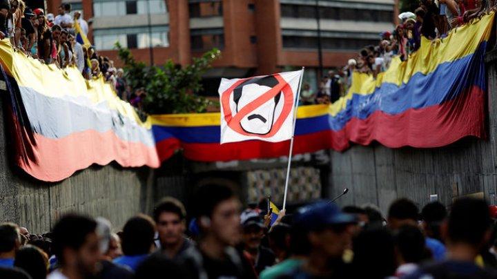 ЕС наложил эмбарго на поставки оружия в Венесуэлу
