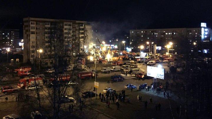 СМИ: из-под завалов дома в Ижевске извлекли два тела погибших