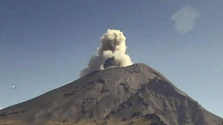 Мехико засыпает пеплом: вулкан Попокатепетль вновь проснулся