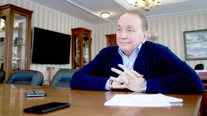 Стало известно останется ли Масляков ведущим после увольнения из «Планеты КВН»