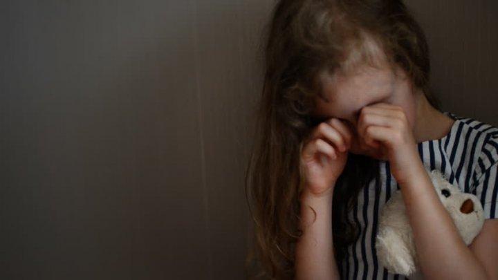 Видео: разъяренные женщины избили педофила, вышедшего из дома 10-летней девочки