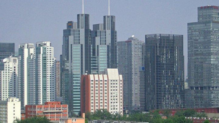 Выпрыгнувшая с 11-го этажа китаянка убила пытавшегося ее поймать охранника: видео