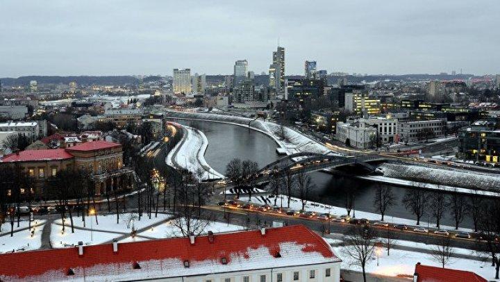 В Вильнюсе стартовал Рождественский забег костюмированных участников