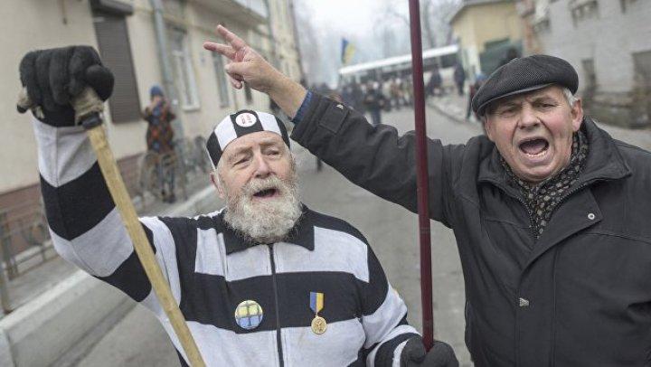 Соратники Саакашвили хотят принести медикаменты в изолятор СБУ