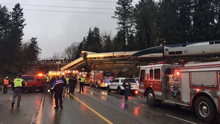 Более 70 человек госпитализированы после схода поезда с рельсов в США