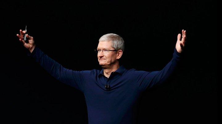 Тим Кук получил повышенную годовую премию за успех iPhone X