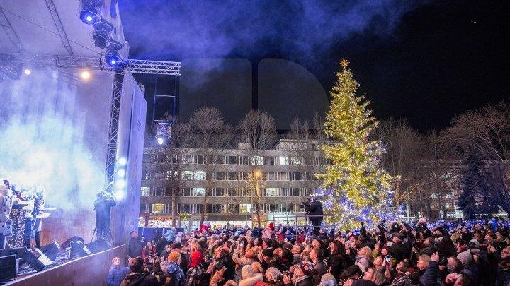 В Кишиневе состоялось грандиозное открытие Рождественской ярмарки: фото