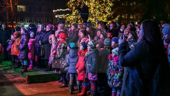 Сотни людей из разных уголков страны посетили Рождественскую ярмарку в центре столицы