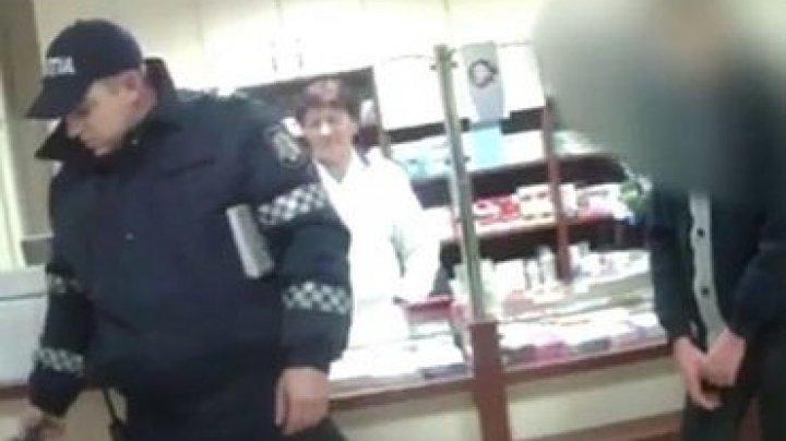 Трое подростков украли из аптеки презервативы и закидали петардами продавца