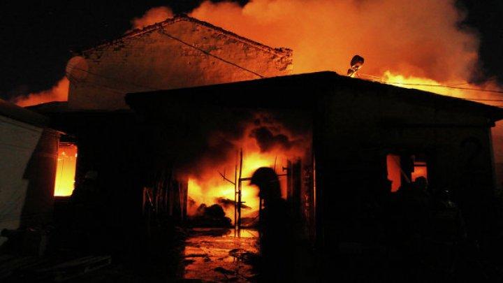 Две пермячки спасли из горящего дома пенсионера и троих детей