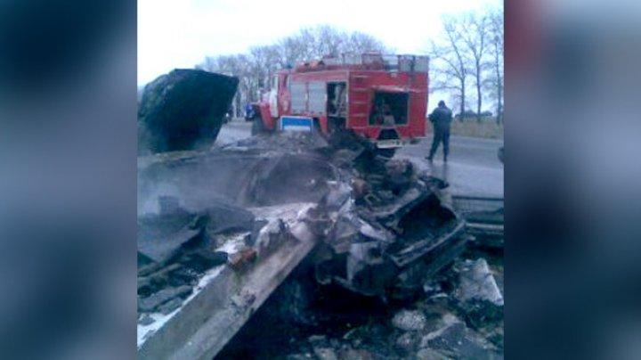 Страшное ДТП в Курской области: трое сгорели в машине, ещё двоих придавила бетонная плита