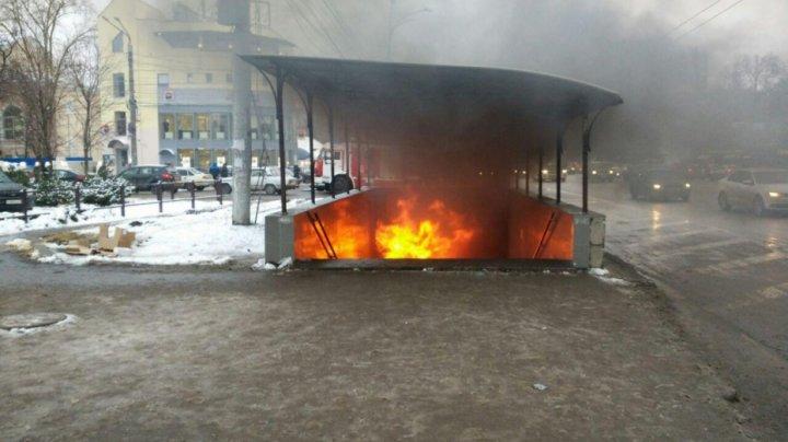 В Воронеже в подземном переходе загорелся киоск с шаурмой