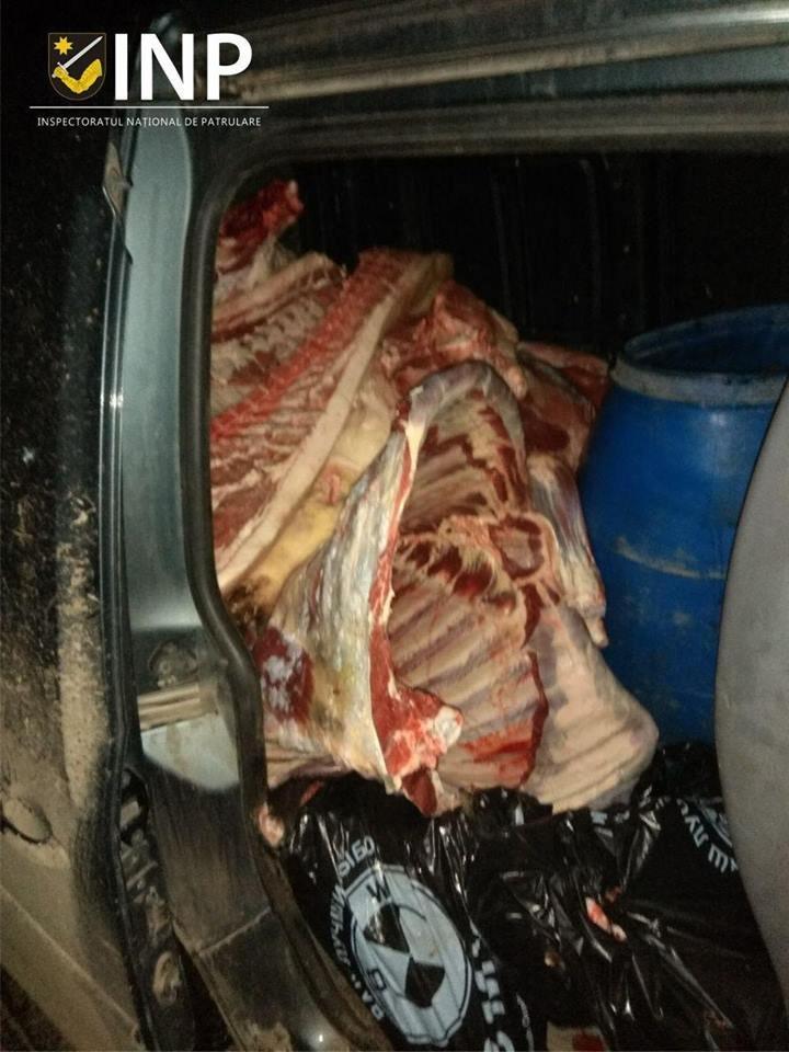 Полтонны свинины везли в антисанитарных условиях на Центральный рынок: фото