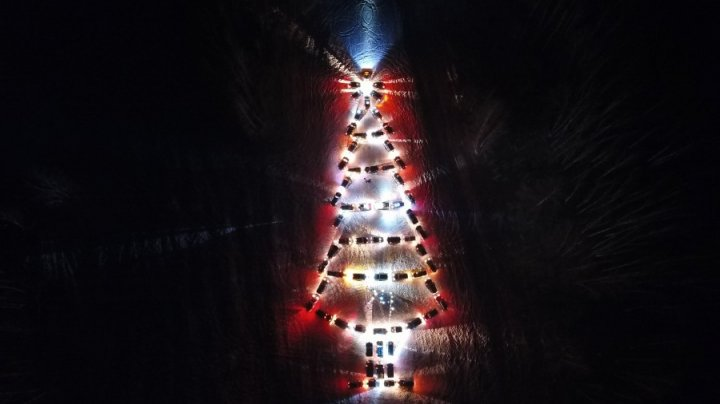 В Челябинске водители сделали ёлку из 65 джипов