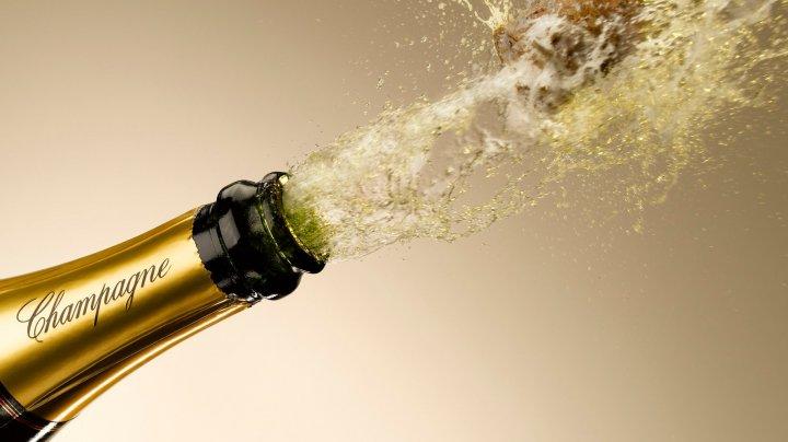 Видео про то, как блондинка открывает шампанское, стало вирусным