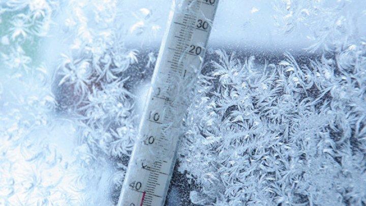 """В Якутии сняли на видео замерзший при """"минус 60"""" термометр"""