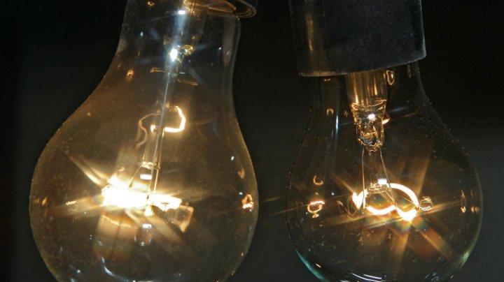 В легких девочки из Индии нашли лампочку