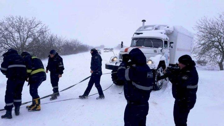 Сильнейший снегопад, который обрушился на страну, стал причиной нескольких десятков ДТП: фото
