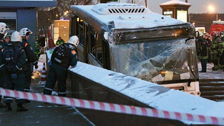 Водителю автобуса, который въехал в переход у московского метро, предъявили обвинение