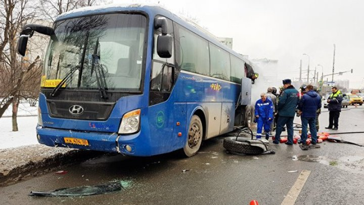 В Москве загорелся автобус с ехавшими к Деду Морозу детьми