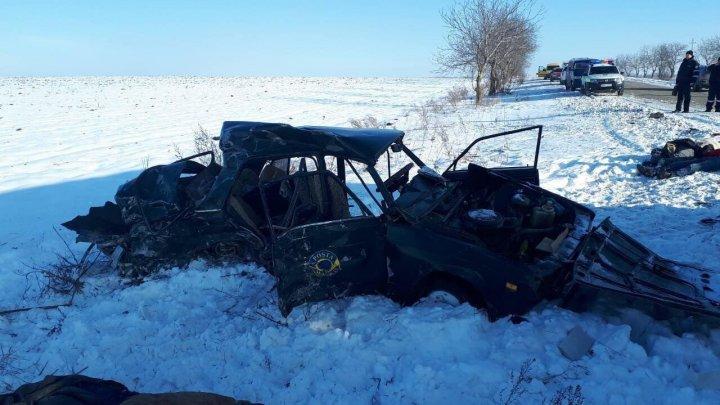 Страшная авария в селе Михэйлений Векь: автомобиль столкнулся с грузовиком (фото)