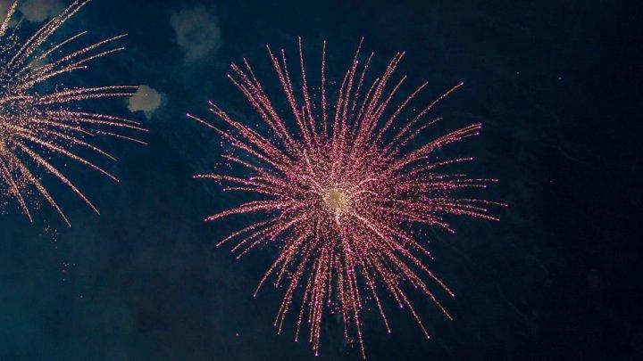 Новый год в Кишинёве встретили праздничным концертом и фейерверком: фото