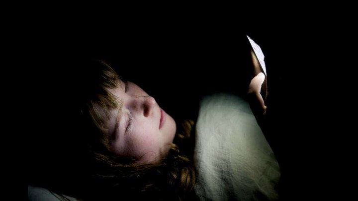 """Акционеры Apple потребовали исследовать воздействие """"айфонов"""" на детей"""